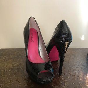 Shoe dazzle black pumps